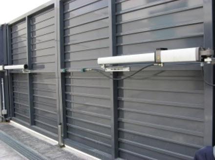 puerta de garaje batientes3 - Instalar y reparar tecnico puerta de garaje batientes en Barcelona, Valencia y Alicante