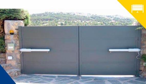 puertas batientes5 - Reparación Mantenimiento Puertas de Garaje Batientes Barcelona Valencia y Alicante