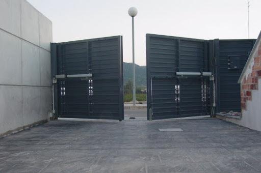 puertas batientes - Reparación Mantenimiento Puertas de Garaje Batientes Barcelona Valencia y Alicante