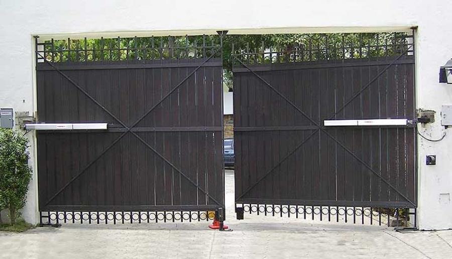 tecnico puerta batiente - Instalar y reparar tecnico puerta de garaje batientes en Barcelona, Valencia y Alicante